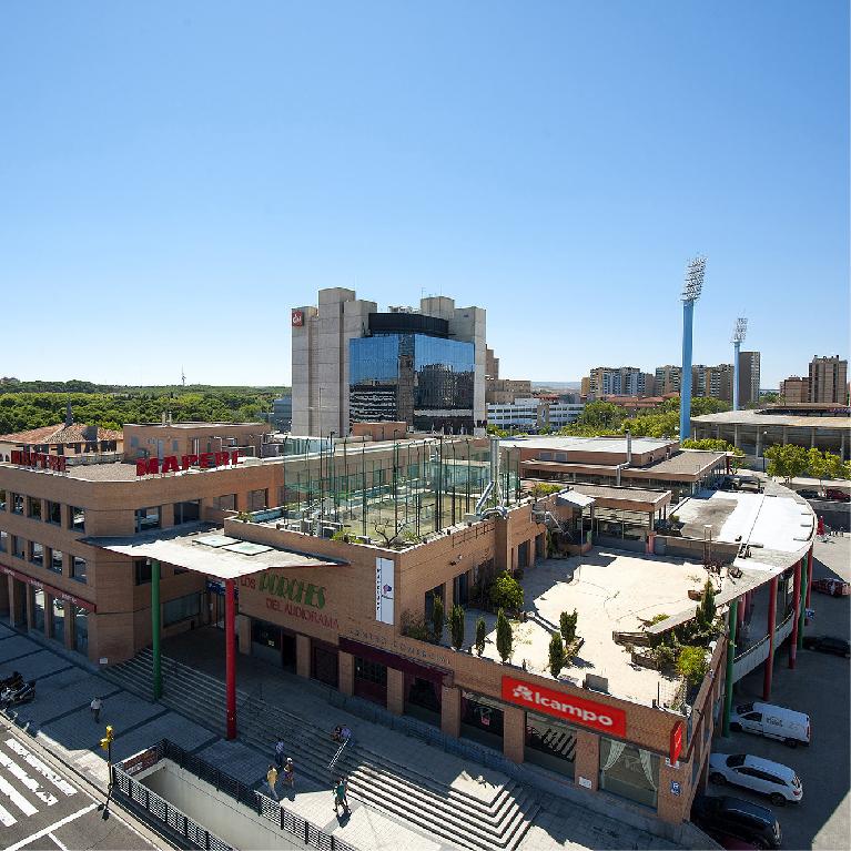 El centro comercial Los Porches del Audiorama comienza a recuperar su actividad